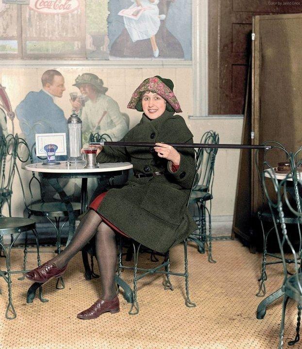 Американка с тростью для алкоголя, 1922